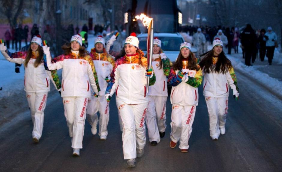 EL Comité Olimpico organizador de los juegos en Sochi ya presentó la antorcha olímpica en Volgogrado