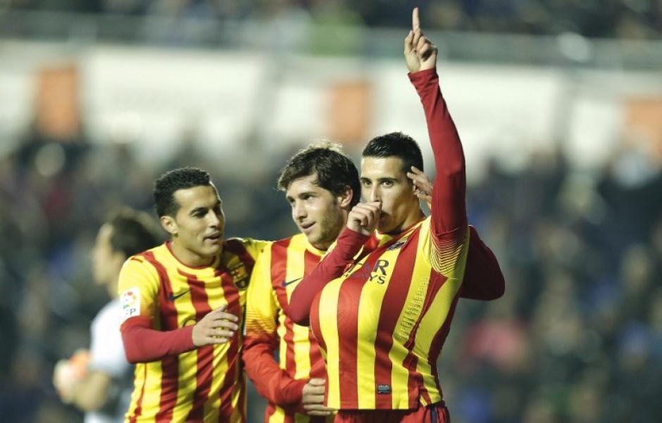 Cristian Tello celebra su primer gol de la noche junto a Sergi Roberto y Pedro Rodríguez