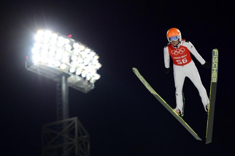 Jernej Damjan de Eslovenia durante la prueba de esquí acrobático. (Foto: John MaCdougall/AFP)