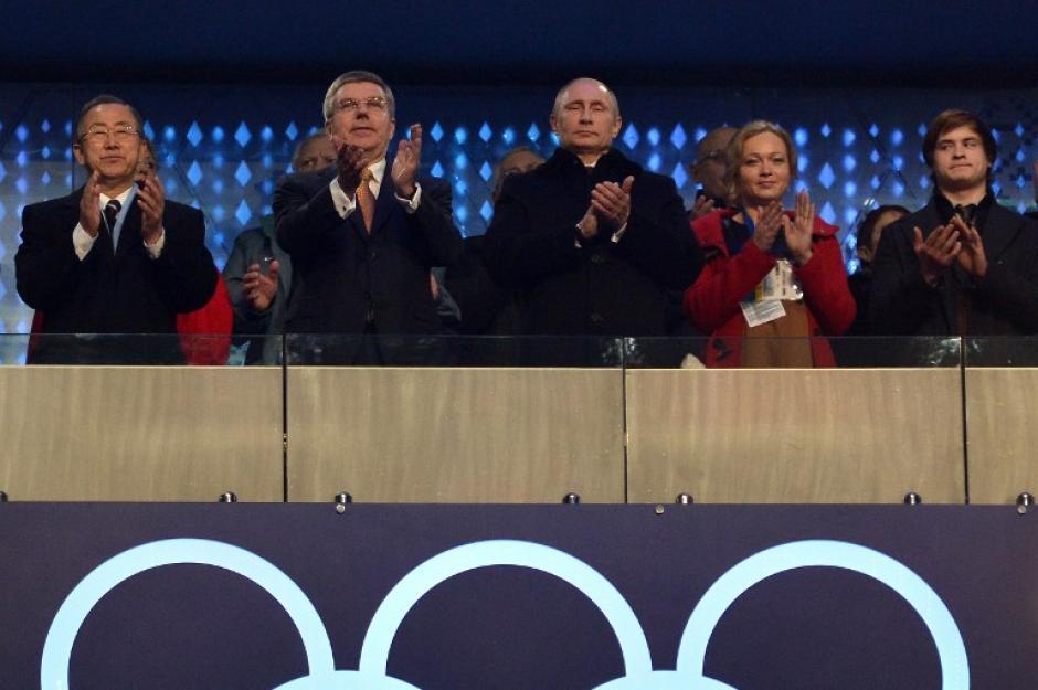 El presidente de Rusia Vladímir Putín junto a Thomas Bach, el rpesidnete del Comité Olímpico Internacional y el secretario general de la ONU, Ban Ki-moon.