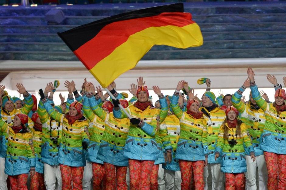 La delegación alemana fue una de las más vistosas a su paso por el desfile inaugural. (Foto: Andrej Isakovic/AFP)