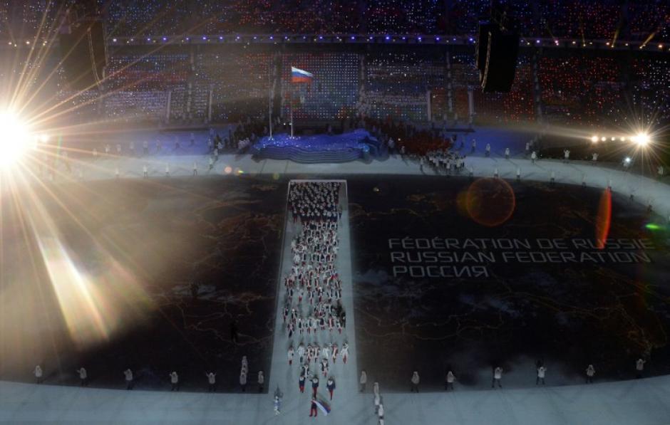 Momento en que la delegación rusa se hace presente en el acto inaugural. (Foto: Antonn Thuillier/AFP)