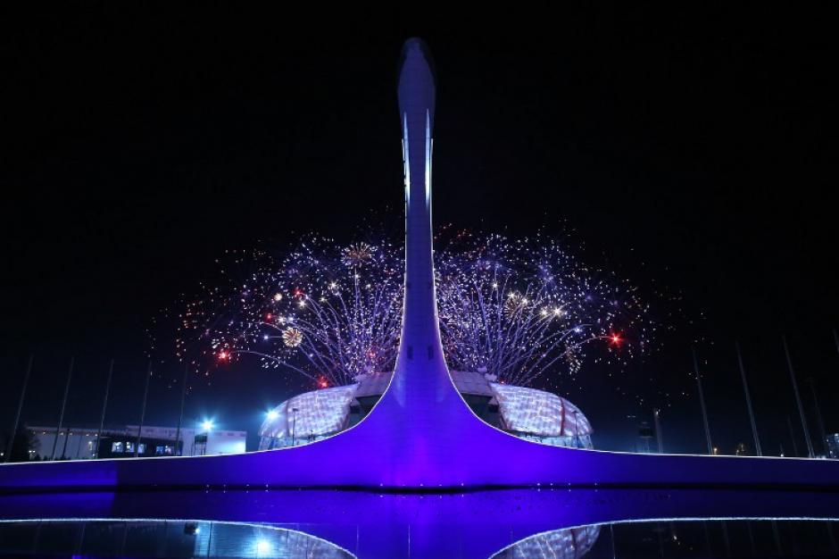 El estadio olímpico de Sochi lució sus mejores galas, para la inaguración de los Juegos Olímpicos de Invierno. (AFP)