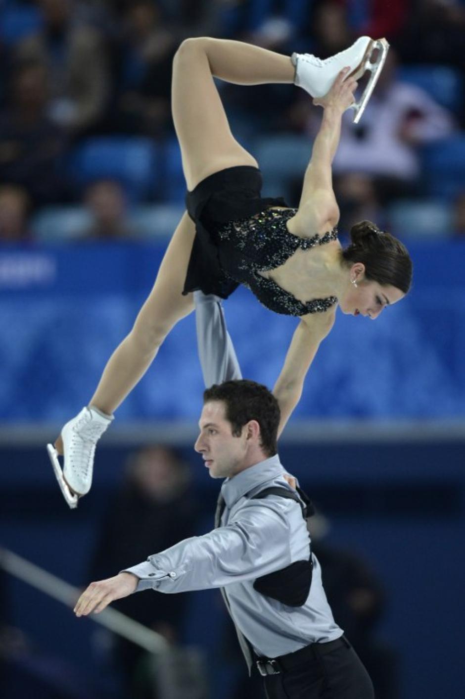 Los estadounidenses Simon Shnapir y Marissa Castelle, en el Iceber Skating Palace. (Foto: Alexander Nemenov/AFP)