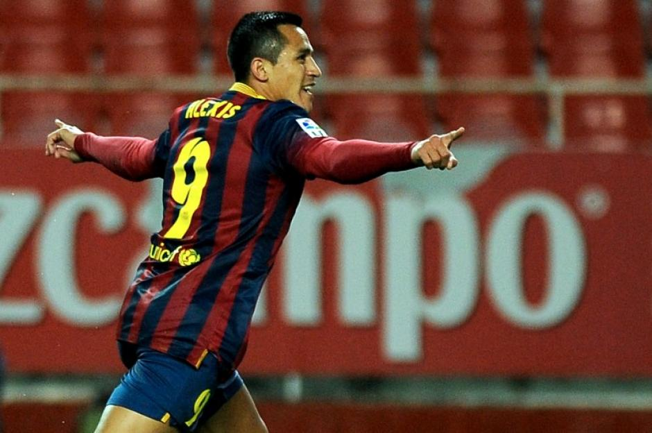 Alexis puso el empate parcial al minuto 34, en el estadio Sánchez Pizjuán. (Foto: Jorge Guerrero/AFP)