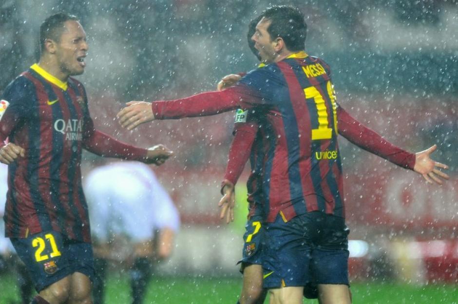 Messi anotó su primer gol al minuto 44 y el segundo al 56, para así darle vuelta al marcador y poner el 3-1 transitorio ante el Sevilla. (Foto: Jorge Guerrero/AFP)