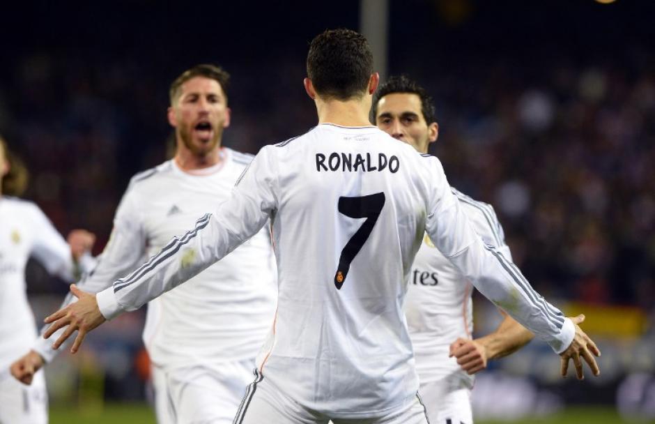 Cristiano Ronaldo celebra tras abrir el marcador en el Vicente Calderón ante el Atlético de Madrid