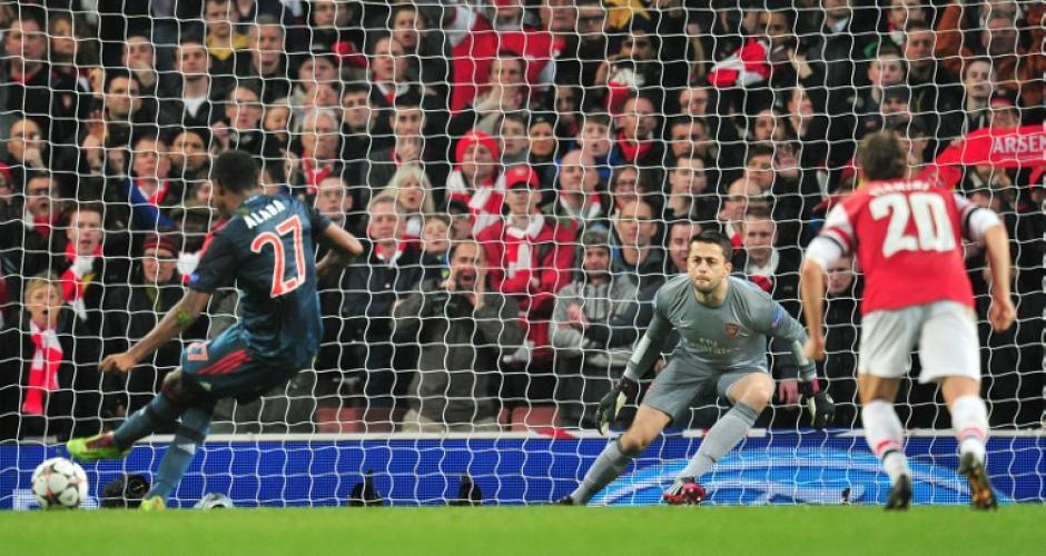 El Bayern Munich también erró un penal a través de los botines de Alaba, quien envió el balón hacia afuera. (Foto: AFP)