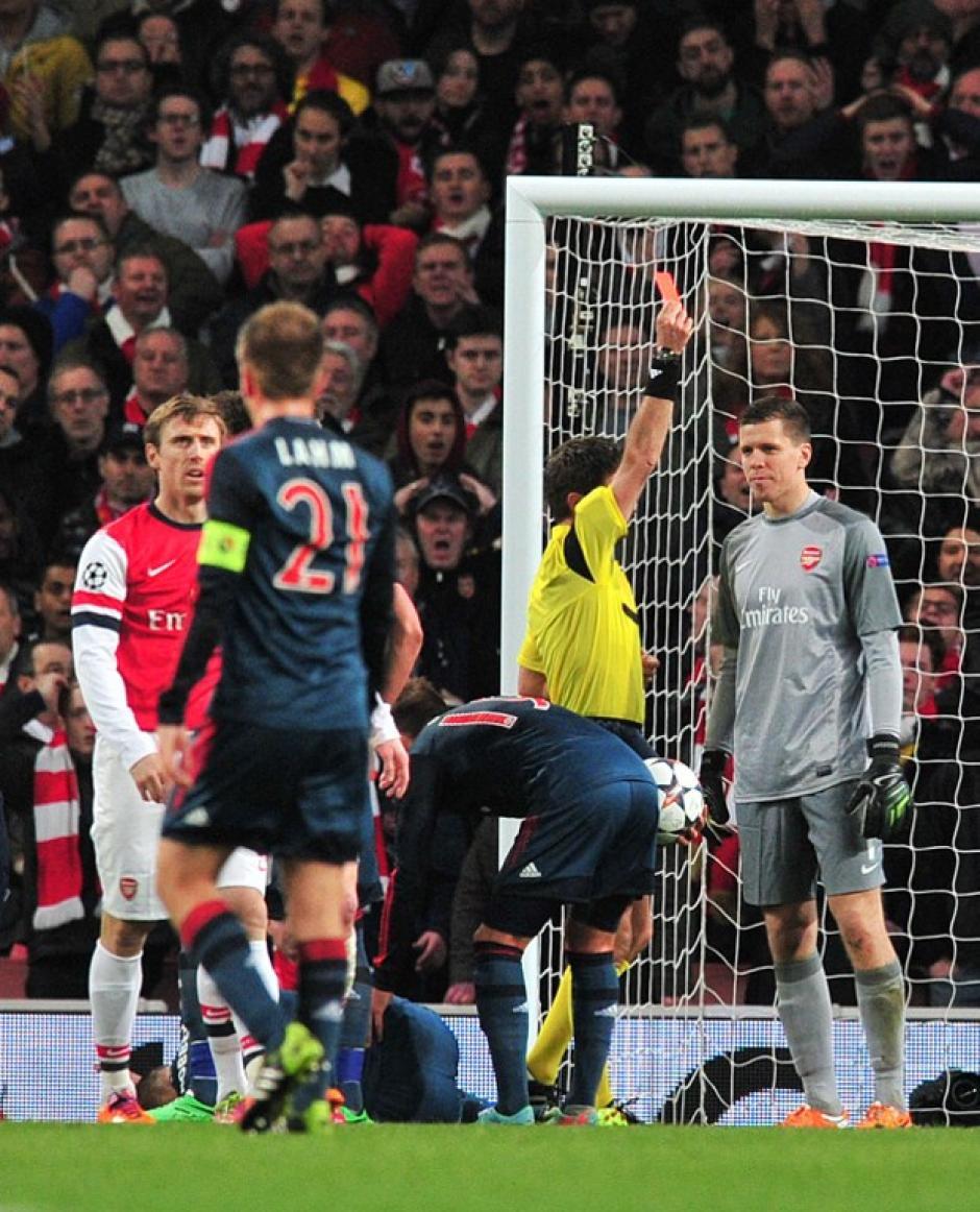 Szczesny vio la roja tras la falta cometida sobre Robben