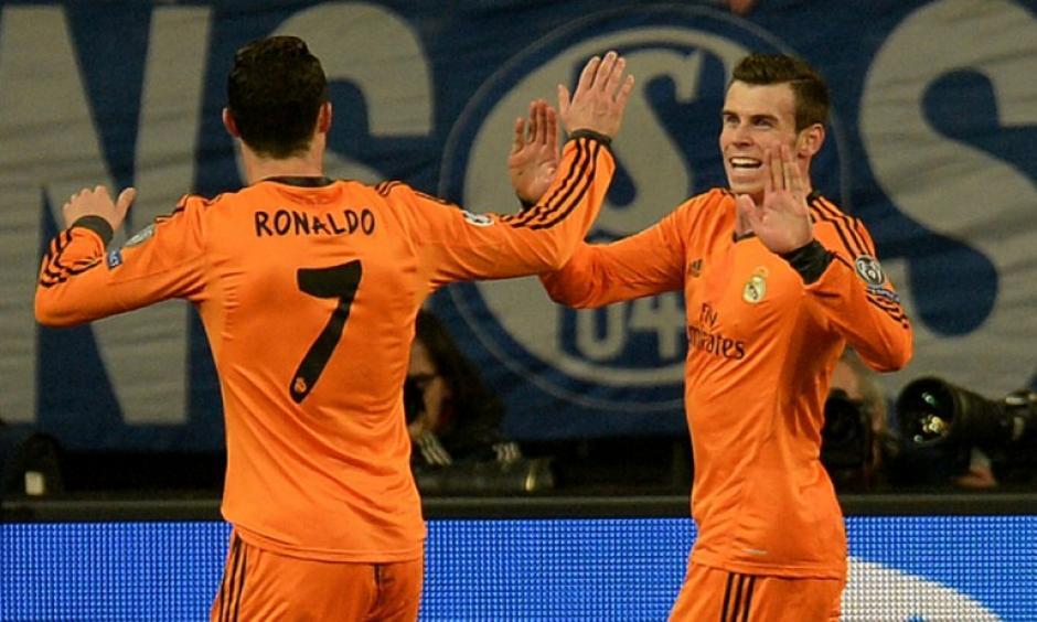 Cristiano Ronaldo felicita a Bale, quien anotó el 2-0 para el Madrid al minuto 20. (Foto: AFP)