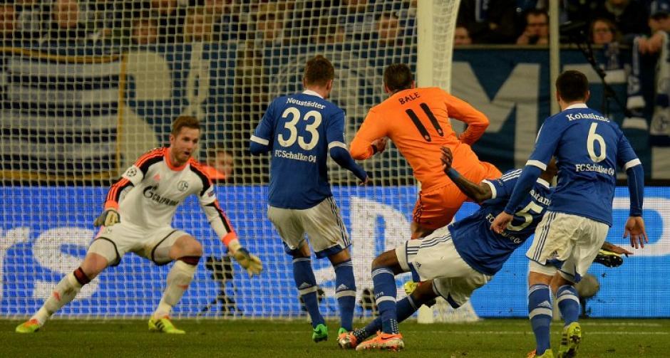 Gareth Bale anotó tras una vistosa jugada personal en la que se quitó a tres jugadores del Schalke y superó al portero. (Foto: AFP)