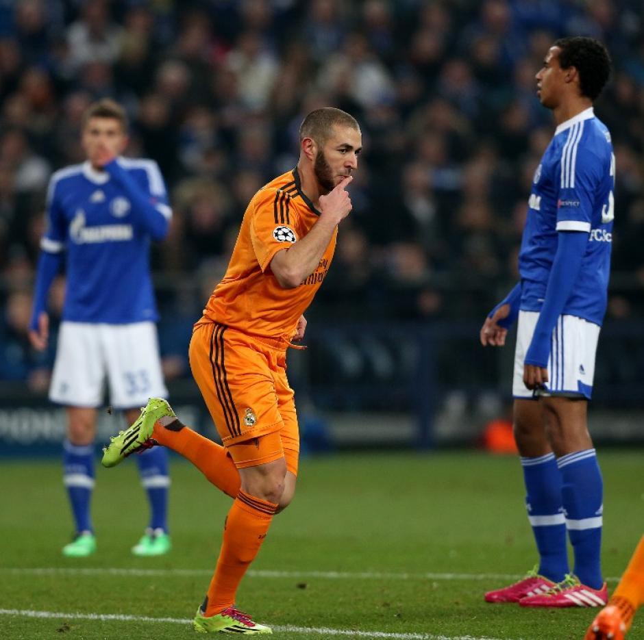 El francés Karim Benzema anotó un doblete en el Veltins-Arena para el Real Madrid