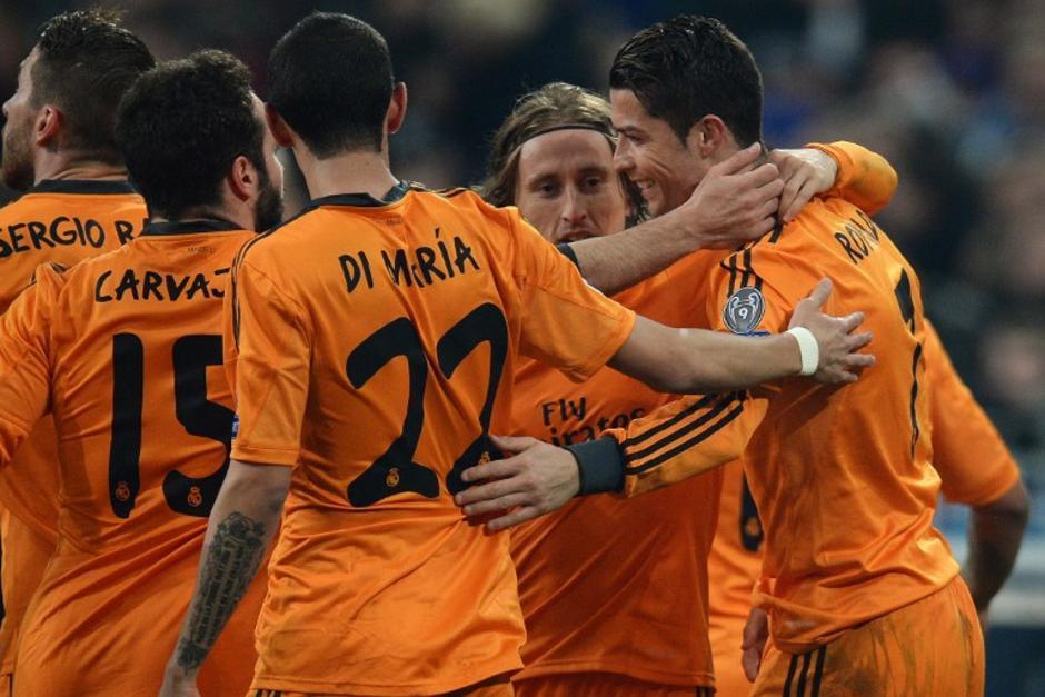 El Real Madrid es uno de los actuales candidatos a la corona de la Liga de Campeones y es el líder de la Liga Española