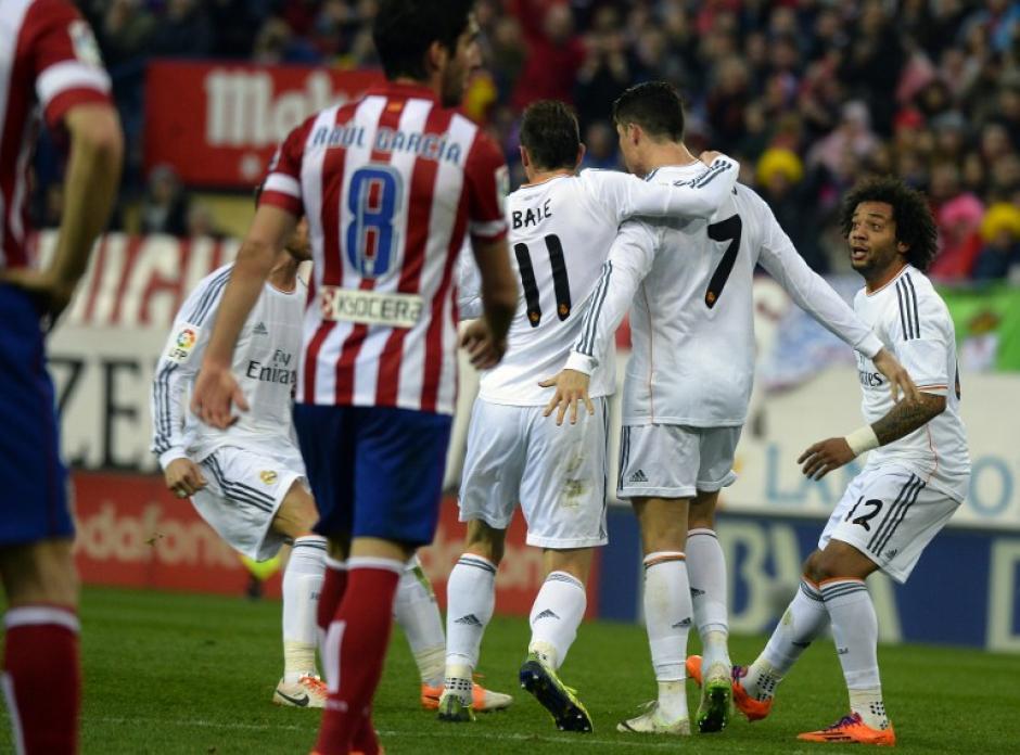 Cristiano Ronaldo celebra junto al Madrid el gol en el minuto 80 que empató el marcador del juego. (Foto: AFP)