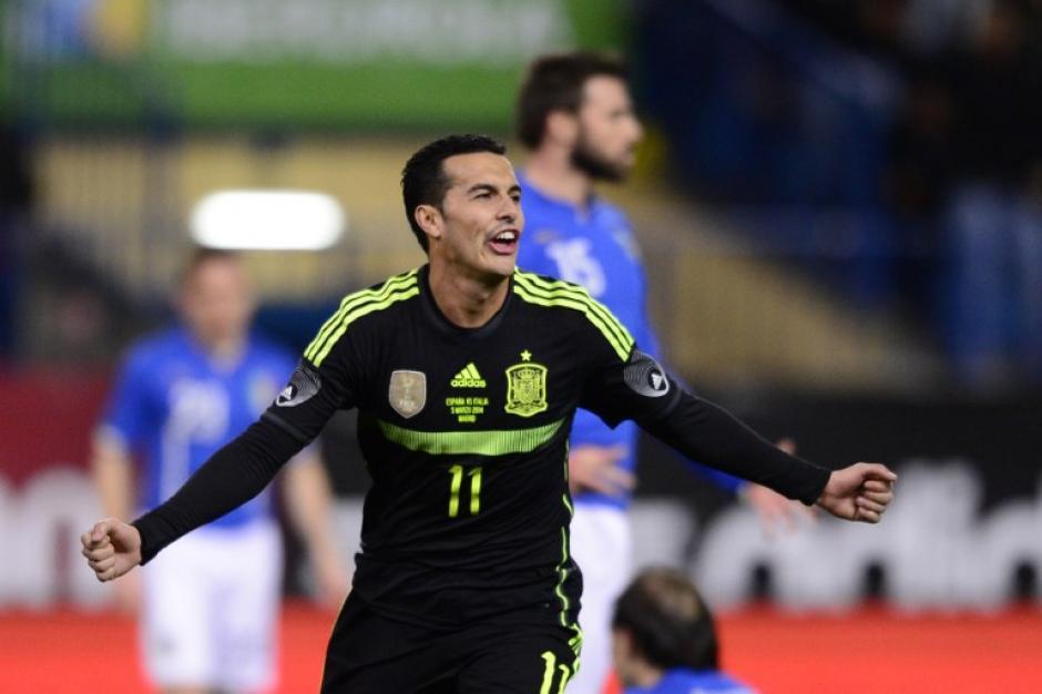 España tuvo que esperar hasta el minuto 63 para encontrar el gol de la victoria 1-0 ante Italia a través de los botines de Pedro. (Foto: AFP)