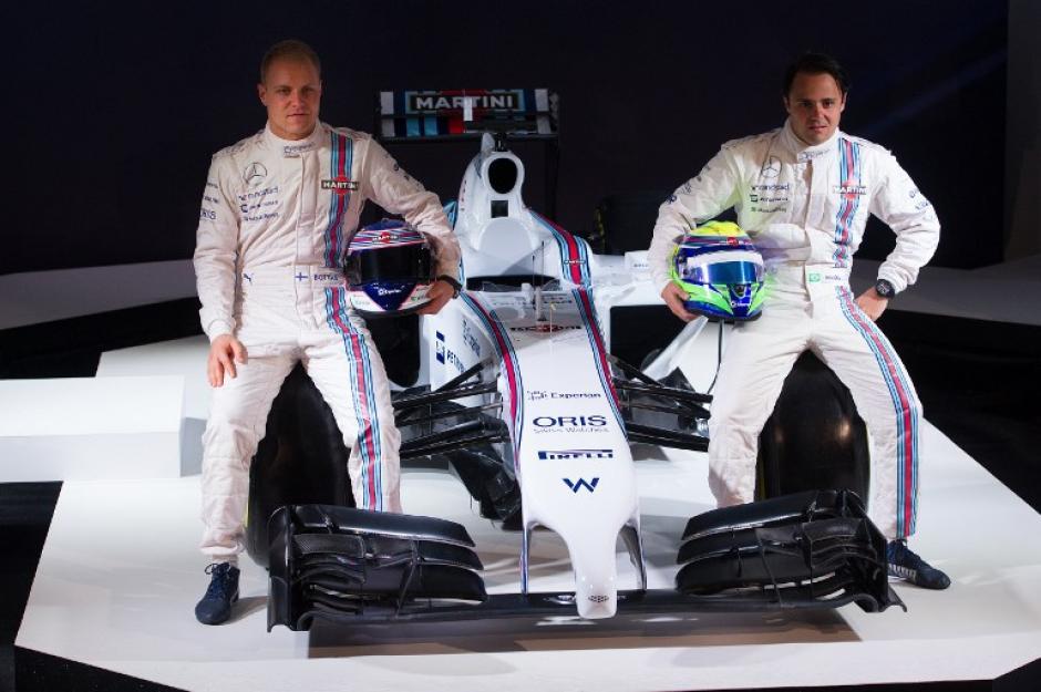 Felipe Massa y Valtteri Bottas posan junto al nuevo Fórmula Uno de Williams