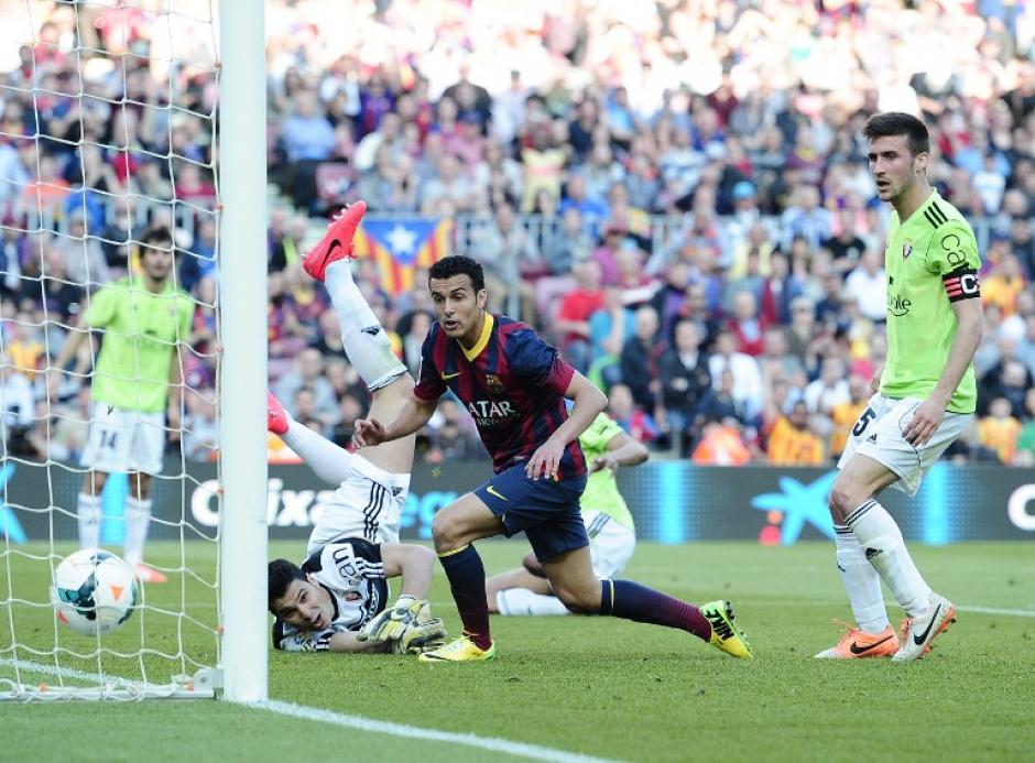 El futbolista español Pedro consigue su anotación en el contundente triunfo de Barsa sobre el Osasuna. (Foto: AFP)