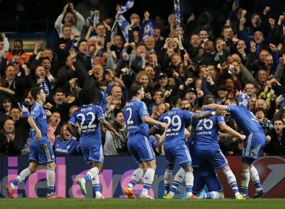 Los jugadores del Chelsea festejan la segunda anotación frente al Galatasaray de Turquía en la Champions. (Foto: AFP)