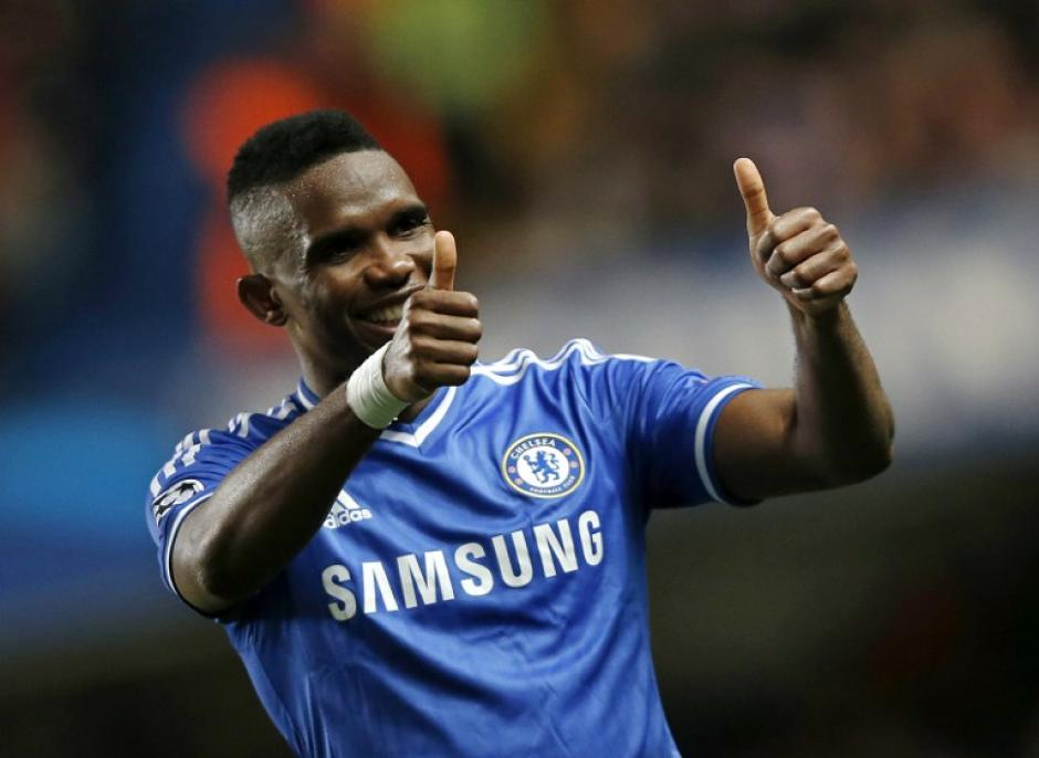 El delantero camerunés del Chelsea Samuel Etoo festeja su anotación frente al Galatasaray de Turquía. (Foto: AFP)