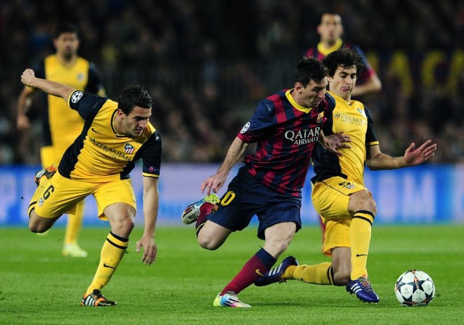 Durante el primer tiempo Messi pudo conectarse del todo con Neymar, Xavi e Iniesta debido a la marca del Atlético