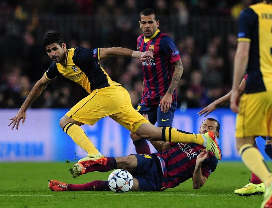 Diego Costa tuvo que retirarse del campo tras lesionarse la pierna derecha y dejó su puesto para Diego Ribas