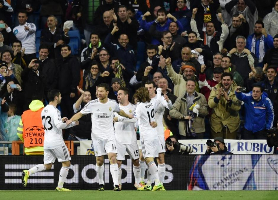 Los madridistas celebran en el Camp Nou el triunfo parcial 1-0 ante el Borussia Dortmund