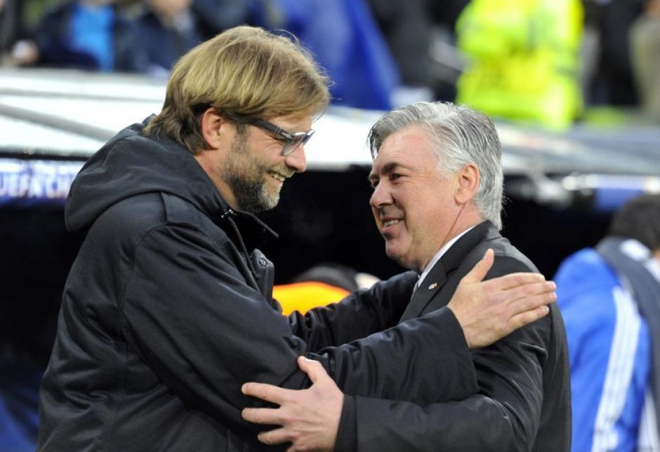 Klopp y Ancelotti se saludaron en el Bernabéu. (Foto: AFP)