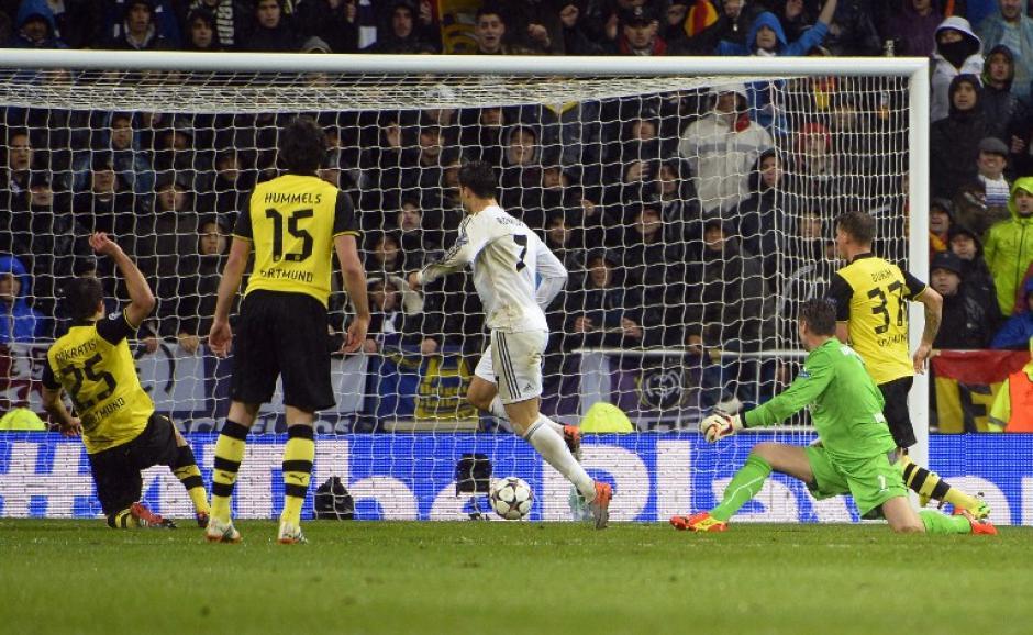 Ronaldo al momento de anotar el 3-0, que significó su gol 14 en 9 juegos durante la actual Champions
