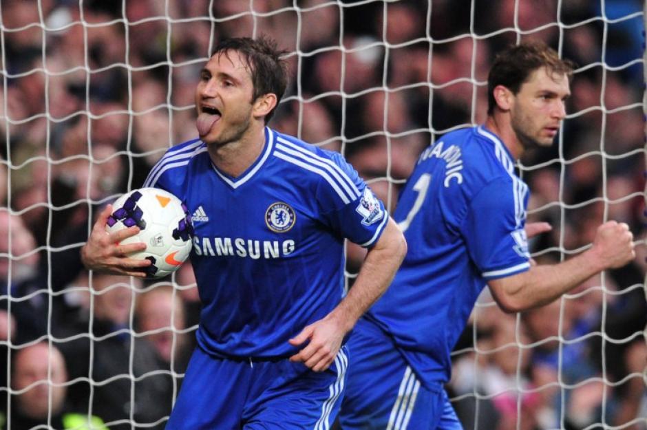 El Chelsea derrotó 3-0 al Stoke City, pero no pudo mantener el liderato que el Liverpool le arrebató. (Foto: AFP)