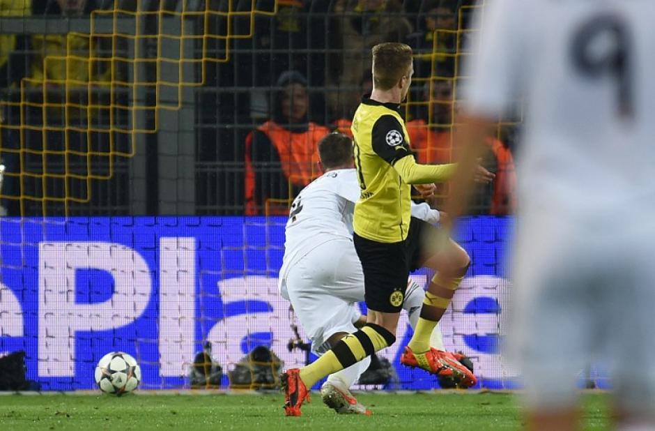 El segundo gol de Reus fue un balde de agua fría para el Madrid, que perdió la brújula durante el primer tiempo. (Foto: AFP)