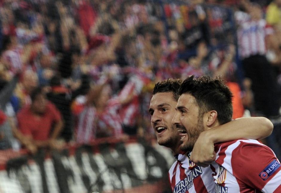 Villa y Koke celebran ante su gente en el Calderón. (Foto: AFP)