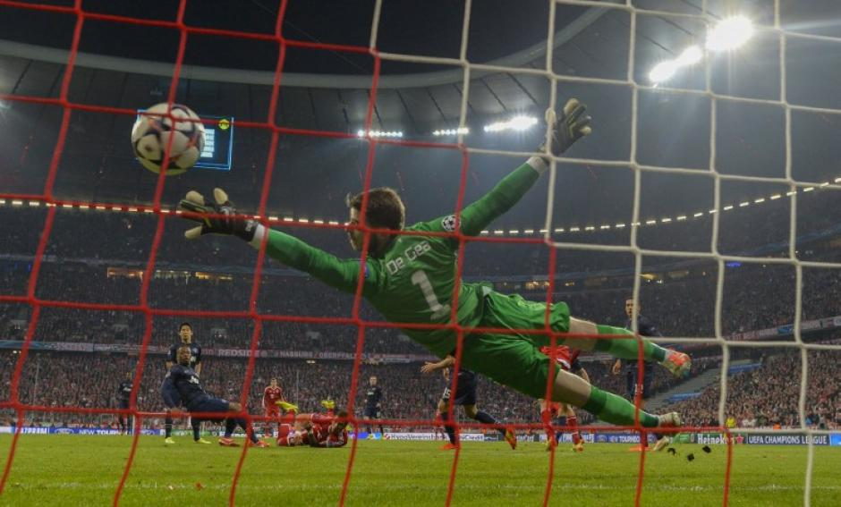 David de Gea, portero del Manchester United, no pudo detener el remate de Robben, para el gol del Bayern Munich. (Foto: AFP)