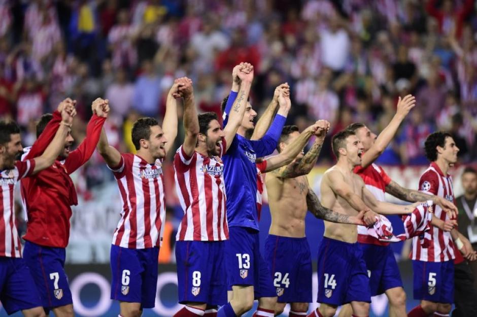 El Atlético festejó la clasificación ante sus aficionados. (Foto: AFP)