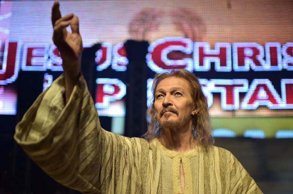 """El actor y cantante estadounidense Ted Neeley toma parte en un ensayo del espectáculo """"Jesucristo Superstar"""" que se pondrá en escena en Roma. El musical se mostrará del 18 de abril hasta el 1 de junio de este año en elteatroSistina en Roma. (Foto: AFP / GABRIEL BOUYS)"""