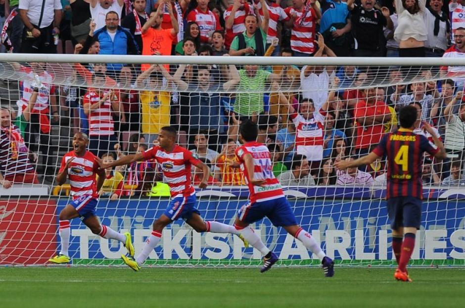 Brahimi celebra el gol anotado ante el Barcelona en el estadio Nuevo Los Cármenes al minuto 16