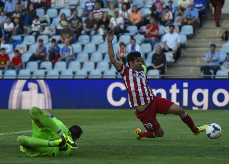 Diego Costa delantero del Atlético de Madrid anota el segundo gol en el partido disputado frente al Getafe. (Foto: AFP)