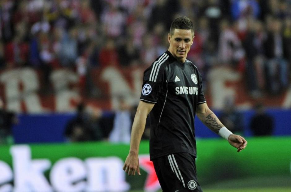 Fernando Torres fue recibido de nuevo en el Vicente Calderón, pero esta vez como un rival