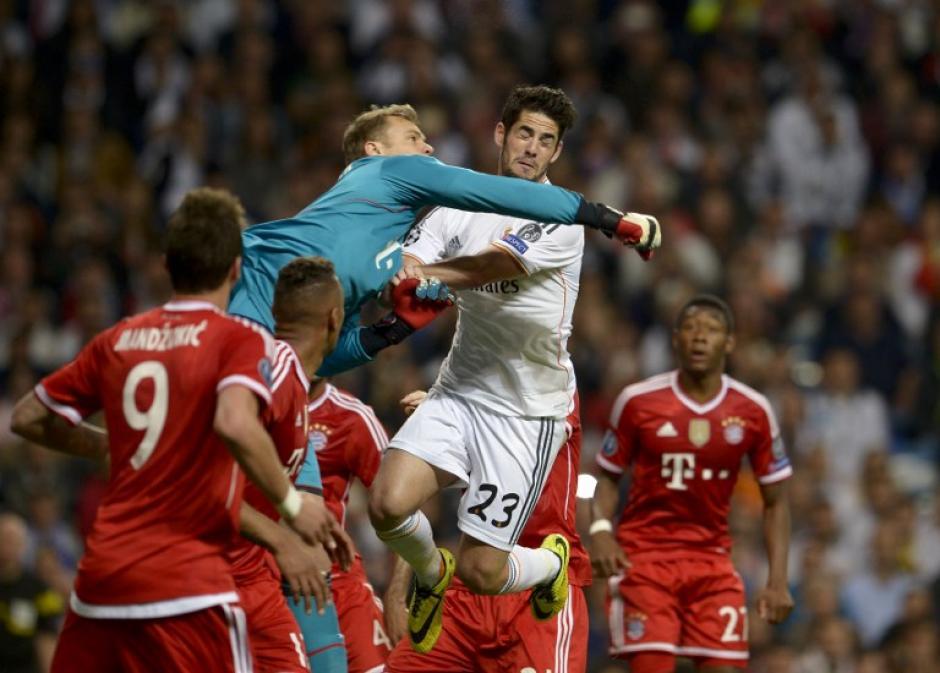 El guardameta Neuer también estuvo presente en algunas jugadas peligrosas del Madrid. (Foto: AFP)