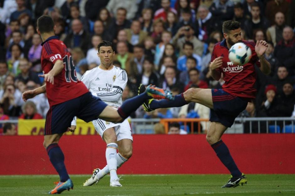 Cristiano Ronaldo controló un balón lejano con mucha calidad, pero aún fue mejor su lanzamiento desde fuera del área al segundo palo. (Foto: AFP)