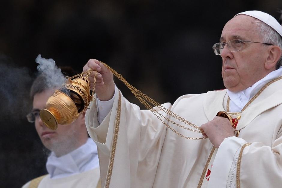 El Papa Francisco en una misa histórica en la que han sido proclamados Santos, Juan Pablo II y Juan XXIII. (Foto: AFP)