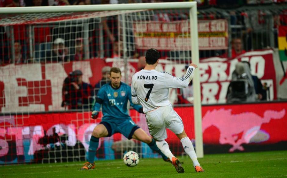 Momento en que Cristiano Ronaldo anota el 3-0 y el gol 15 en su cuenta personal en la actual Champions