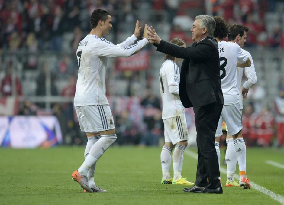 El luso celebró uno de sus tantos con su entrenador, el italiano Carlo Ancelotti