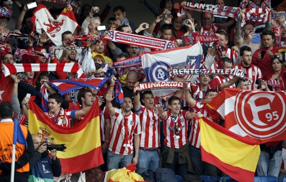 Unos 3,000 seguidores colchoneros viajaron a Inglaterra para apoyar a su equipo. (Foto: AFP)