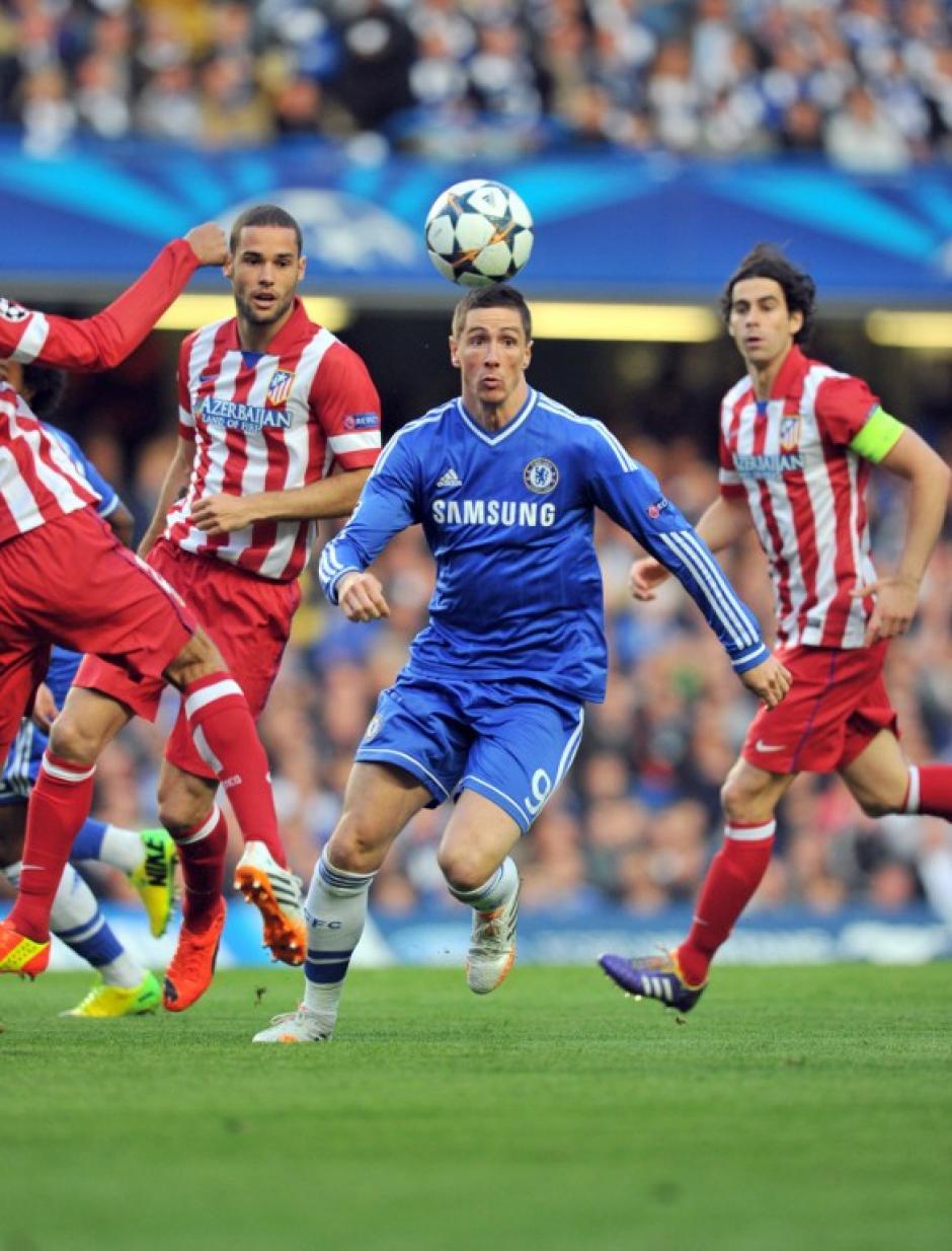 Fernando Torres se enfrentó ante su exequipo y fue de los que recibió marca más fuerte. (Foto: AFP)