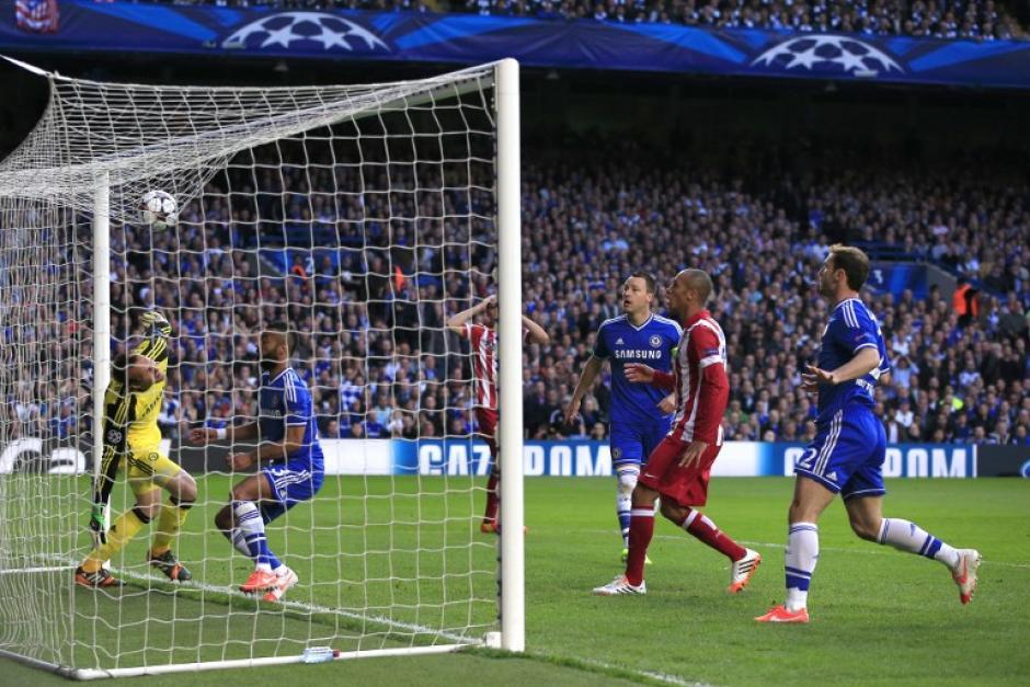 El Atlético estuvo cerca un par de ocasiones, al igual que el Chelsea, pero el marcador no se inauguró hasta el minuto 35 en el Stamford Bridge