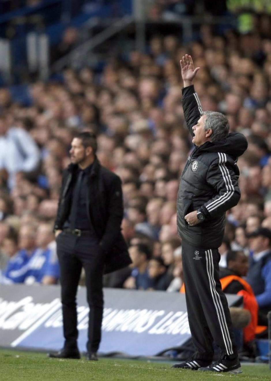 Simeone y Mourinho, dos estilos de juego bastante parecidos que enredaron la serie. (Foto: AFP)