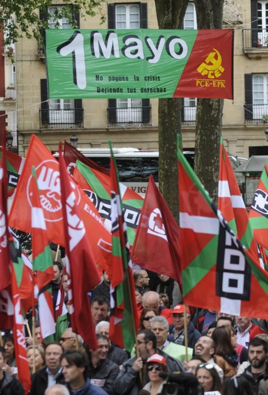 Sindicalistas protestan contra las medidas de austeridad del gobierno español durante la manifestación del Primero de Mayo en la ciudad de Bilbao, España. (Foto:AFP)