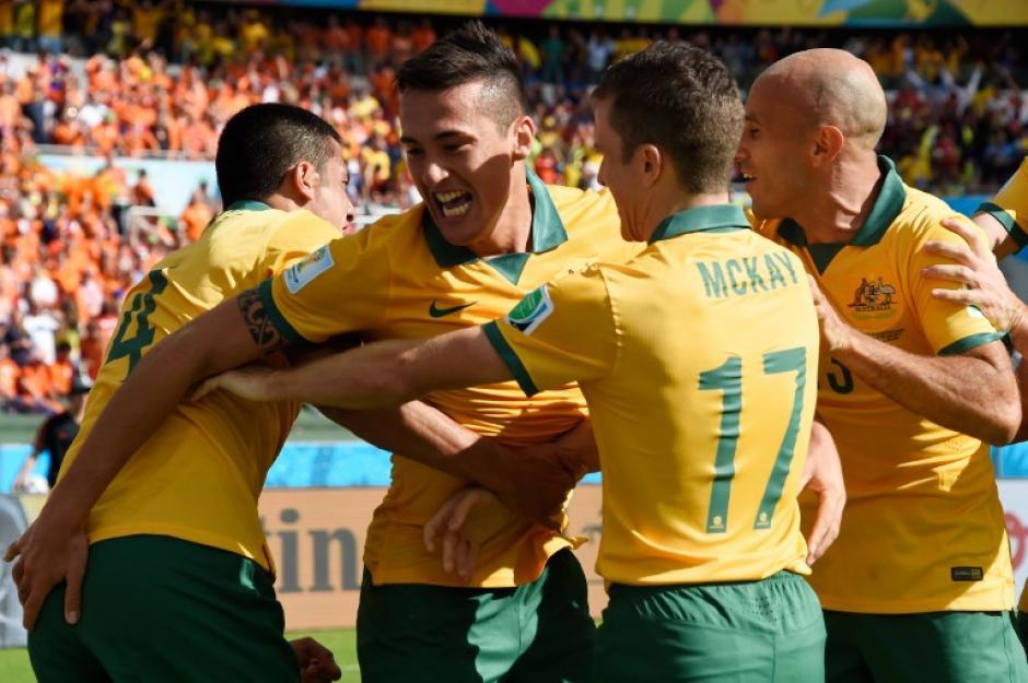 Tim Cahill festeja tras marcar un golazo en el empate 1-1 frente a Holanda. (Foto: AFP)