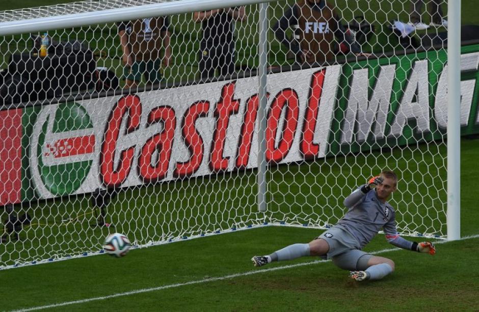 El segundo gol de Australia llegó por la vía del penalti. (Foto: EFE)