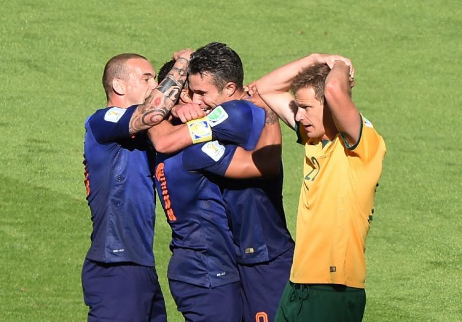 Los holandeses festejan el tercer gol frente a Australia. Holanda ganó 3-2. (Foto: AFP)